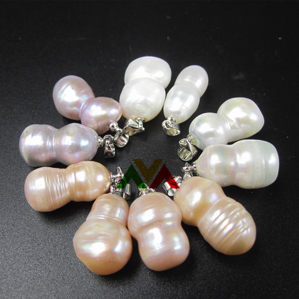 Natural 8 shaped Freshwater Pearls Pendants