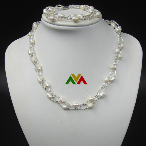 Twisted 3 circles rice shaped white pearls necklace